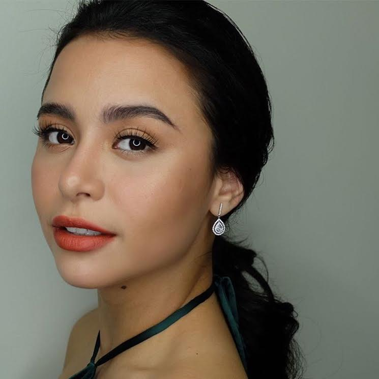 FACE OFF: The angelic faces of Yassi Pressman and Vickie Rushton