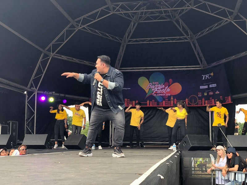 "LOOK: CarYana spreads ""kilig"" vibes in London's Barrio Fiesta"
